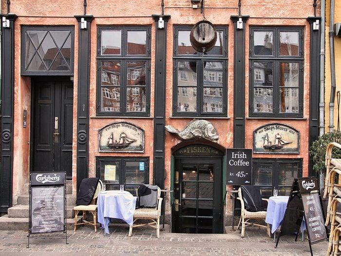Buvez une bière Carlsberg à Copenhague.