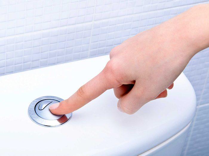 Boire de l'eau vous permet de réduire les risques de constipation.