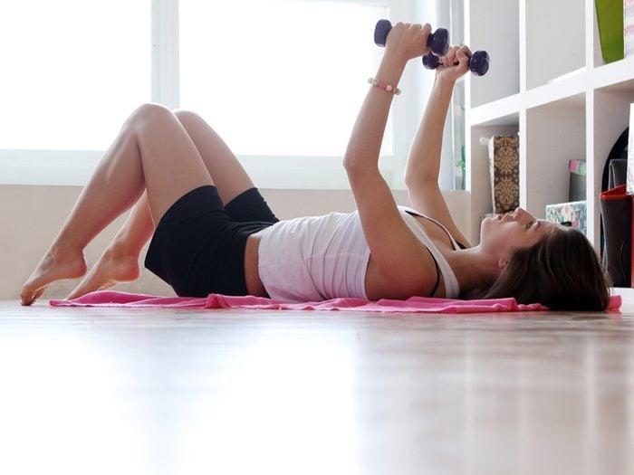 Boire de l'eau vous permet d'avoir plus de force pendant l'entraînement.