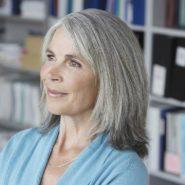 Cheveux gris: 9 astuces de coloristes pour grisonner en beauté