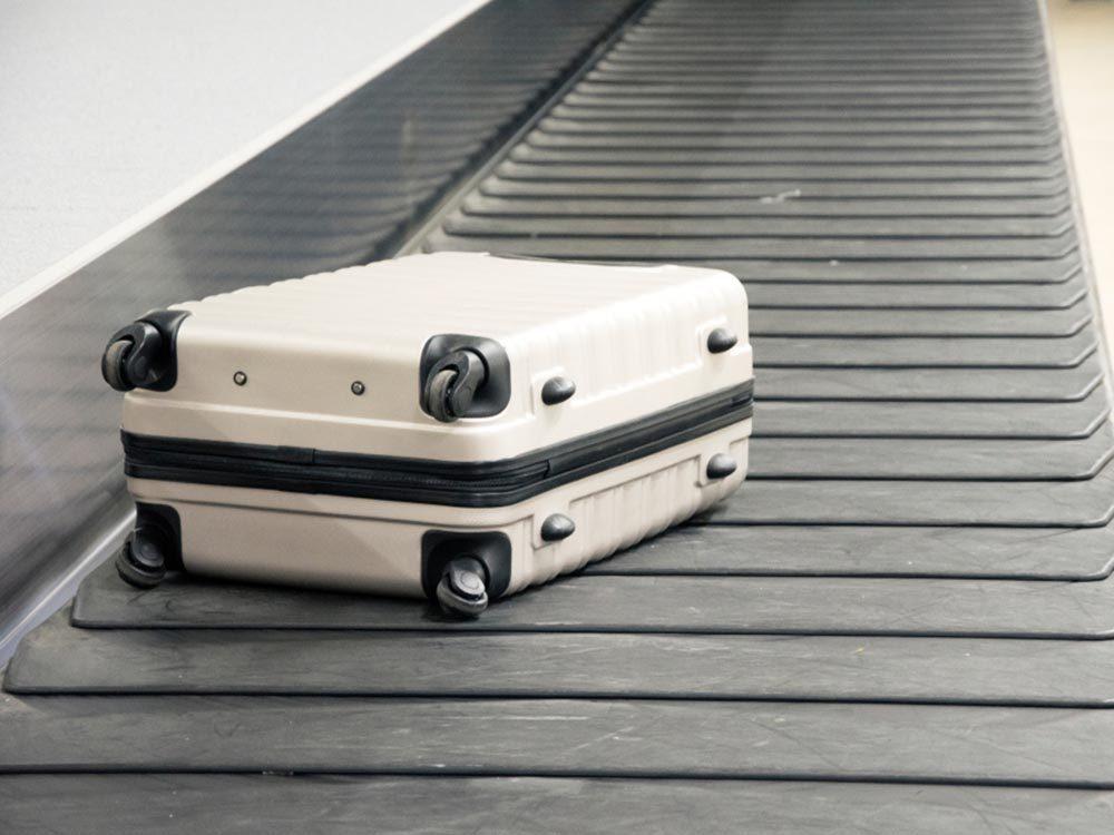 Comment faire sa valise: gardez votre bagage cabine avec vous.