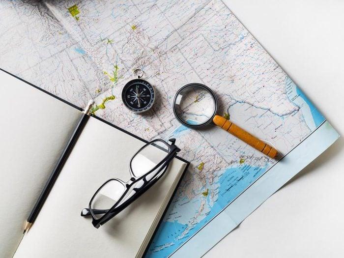 Comment faire sa valise: apportez une carte supplémentaire.