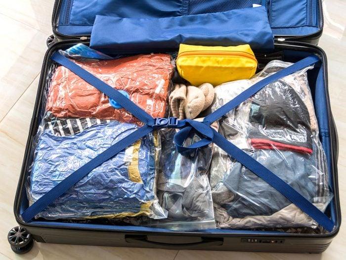 Comment faire sa valise: évitez d'apporter des objets encombrants.