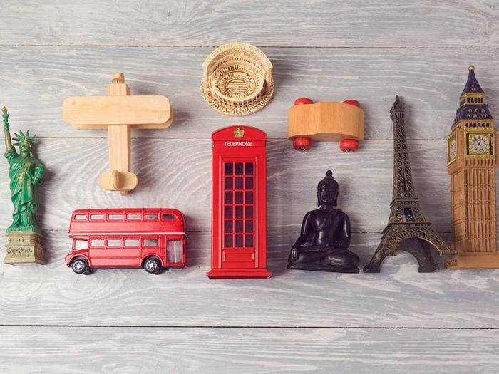Comment faire sa valise: attention aux objets fragiles.
