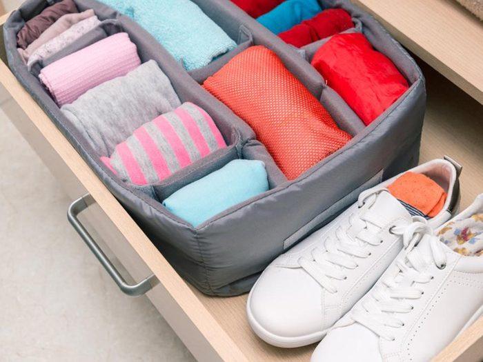 Comment faire sa valise: organisez vous avec des cubes.
