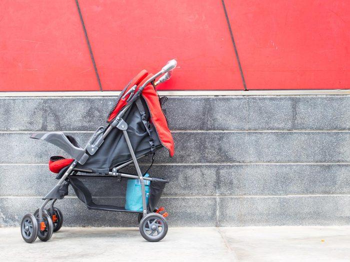 Comment faire sa valise: utilisez l'espace des bagages pour enfants.