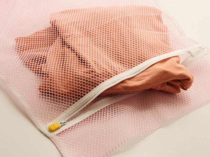 Comment faire sa valise: apportez un sac dédié à la lessive.