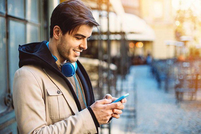 Corps humain : ne penchez pas votre tête pour regarder votre cellulaire