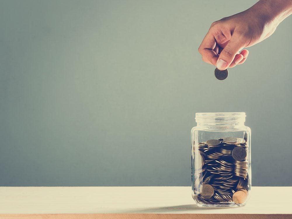 Économiser en modifiant les régimes d'assurance.