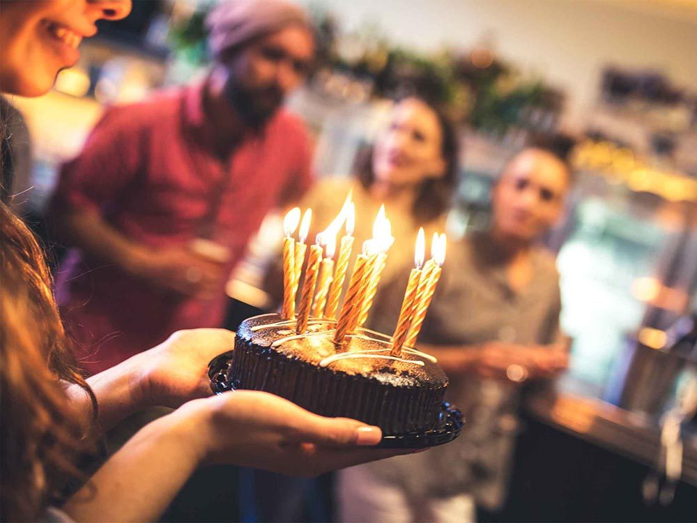 Économiser en célébrant autrement les anniversaires.