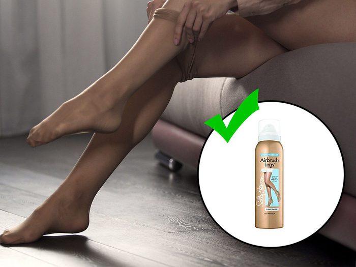 Porter des bas de nylon transparents fait partie des erreurs de style qui vous vieillissent.