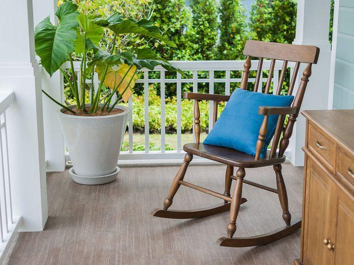 Revivre l'été de votre enfance en passant une soirée sur le balcon.