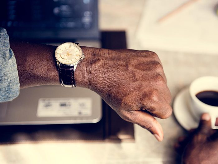 Pour favoriser la communication, passez moins de temps à regarder votre téléphone.