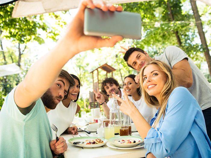 Favorisez la communication en excluant les téléphones pendant le repas.