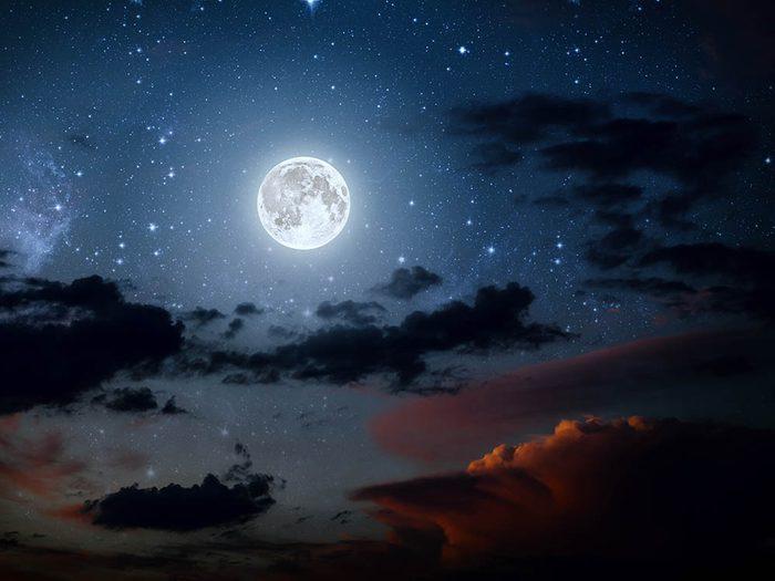 La lune cache un tunnel lunaire.