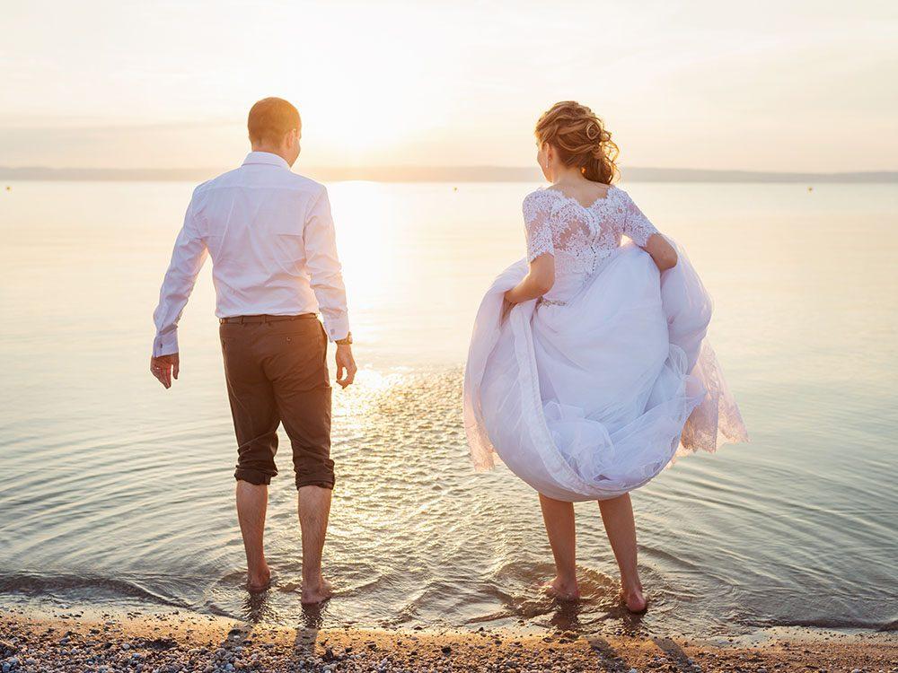 Pour un mariage réussi à l'étranger, vérifiez tous les frais.