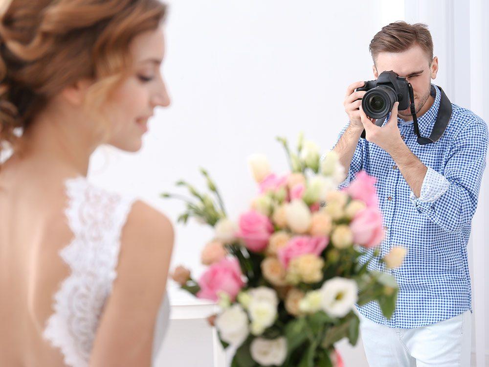 Pour un mariage réussi, gérez le budget en établissant des priorités.