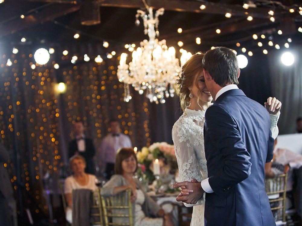 Pour un mariage réussi, choisissez le bon soir.
