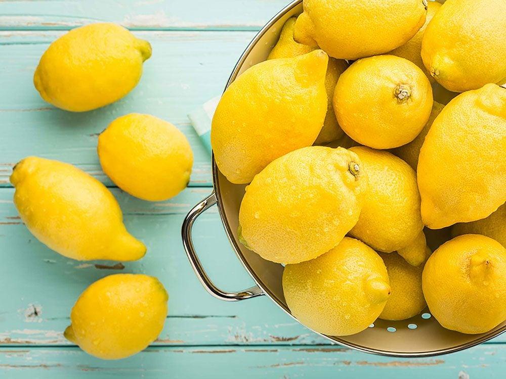 Un masque pour le visage maison à base de citron.