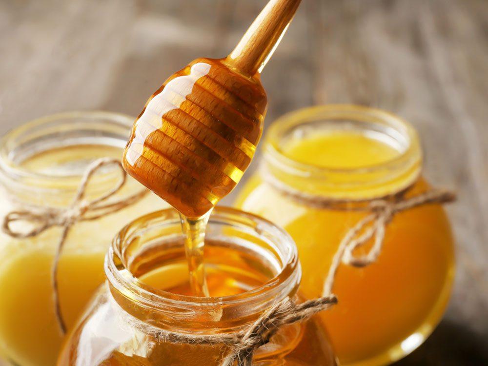 Un masque pour le visage maison à base de miel.