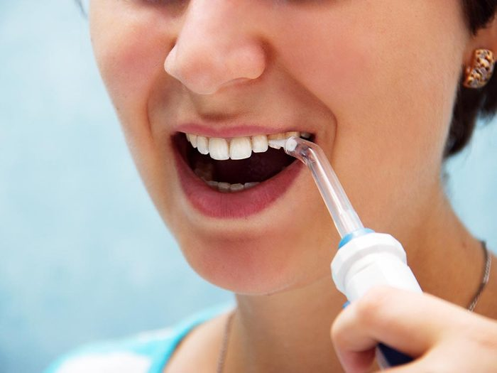 Mauvaise haleine: rincez votre bouche à l'aide d'un irrigateur bucal