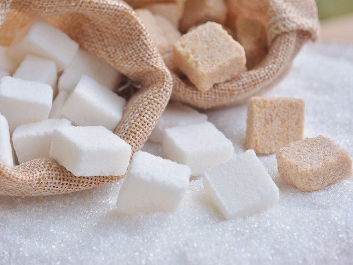 Pour soulager les piqures d'insectes, utilisez du sucre.