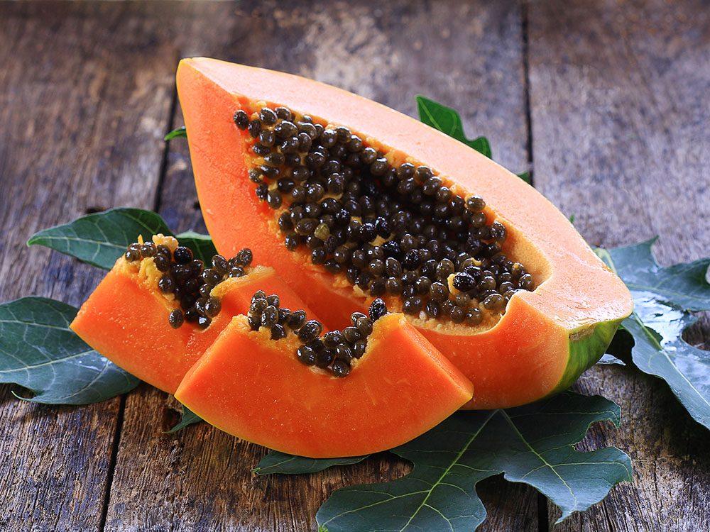 Pour soulager les piqures d'insectes, posez une tranche de papaye sur la plaie.