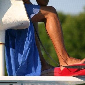 À la piscine publique, évitez de faire la conversation avec les surveillants-sauveteurs.