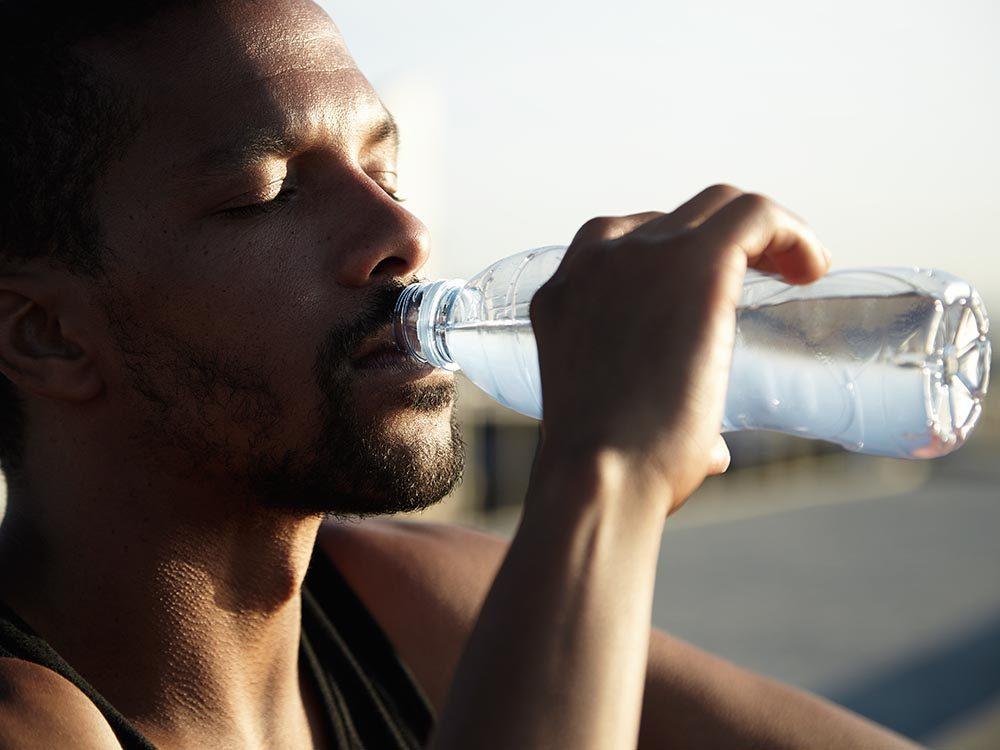 Facteurs de risque du prédiabète: la soif accrue peut être un symptôme.