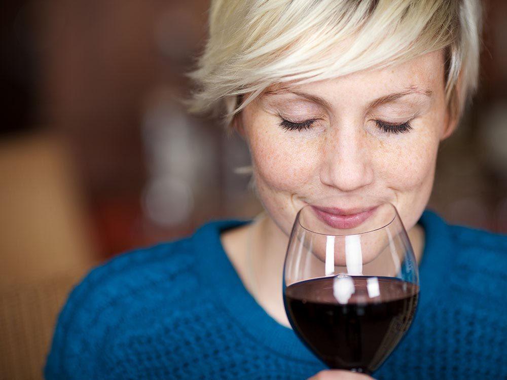 Pour se détendre, buvez un verre de vin pendant le repas.