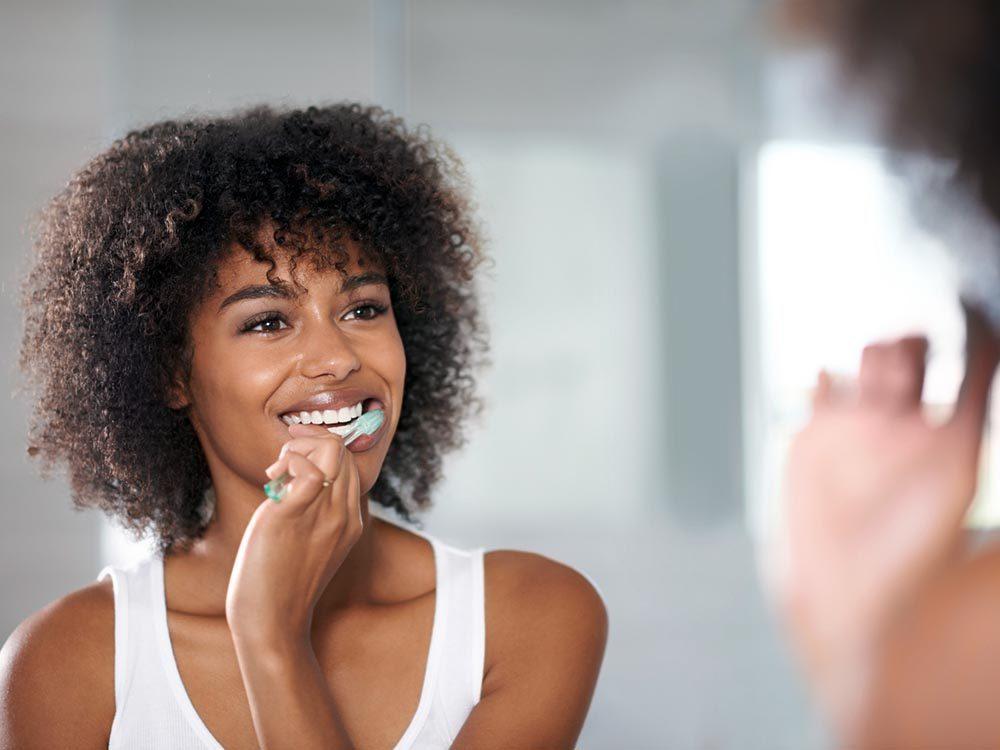 Le tabagisme tâche les dents.