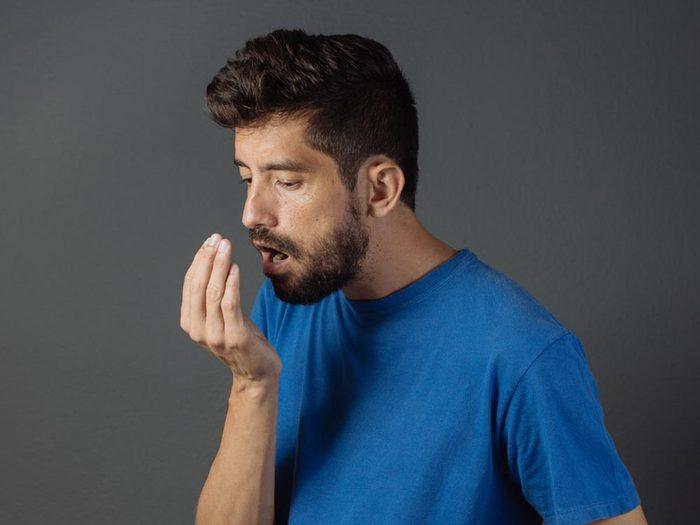 Le tabagisme donne mauvaise haleine.