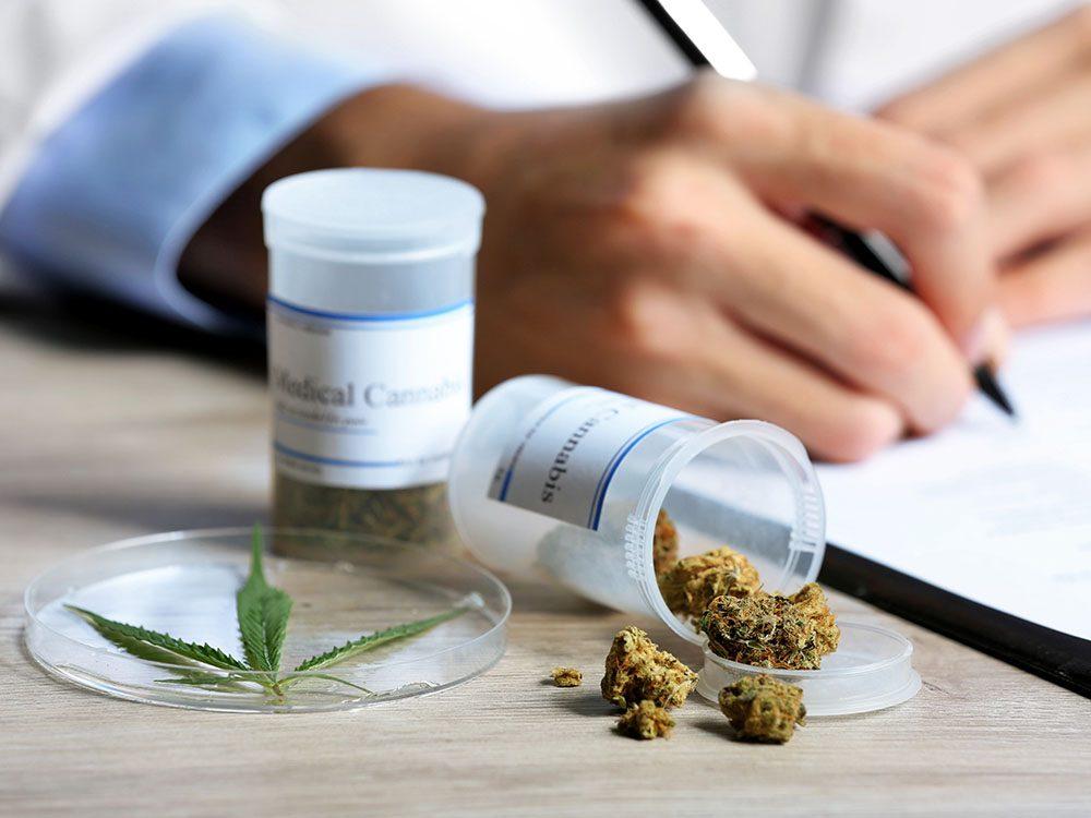 L'usage médical du cannabis dans le cas de douleurs chroniques.