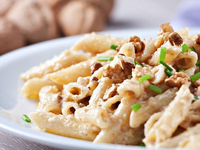 On aime les vertus des noix mais aussi leurs saveurs dans des plats de pâtes.