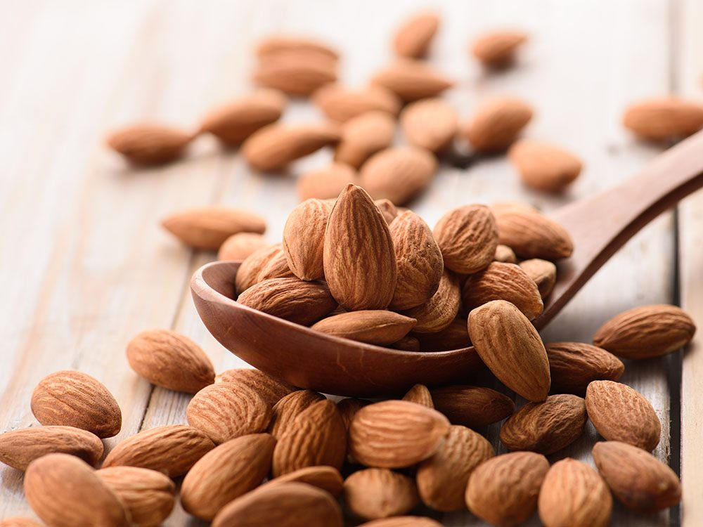 Vertus des noix: les amandes sont riches en bons gras.
