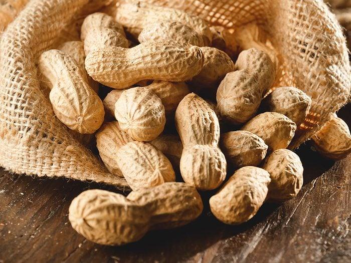 Vertus des noix: les arachides apportent des protéines.