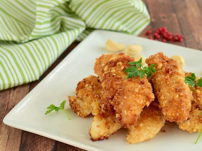 On aime les vertus des noix, mais aussi leurs saveurs en chapelure de poulet.