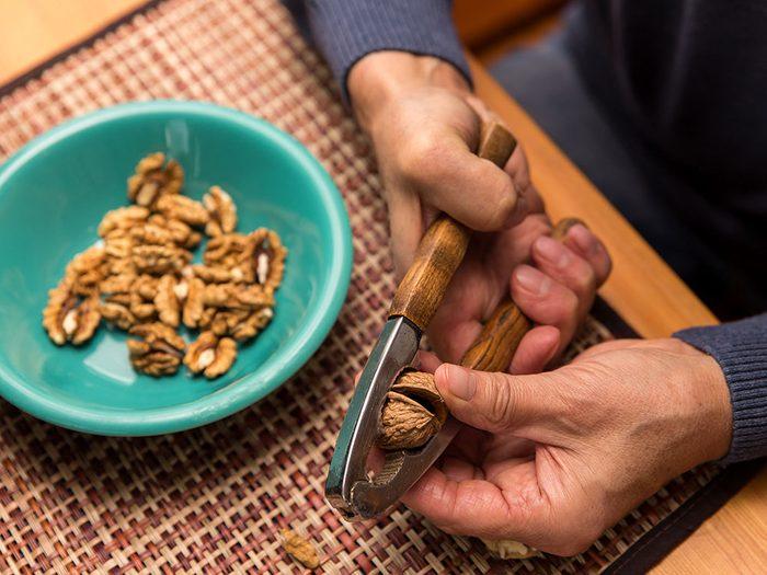 Vertus des noix: elles aident à diminuer le taux de cholestérol.
