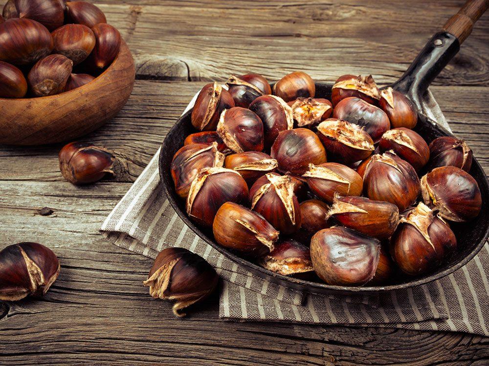 Vertus des noix: les marrons grillés apportent de l'énergie.