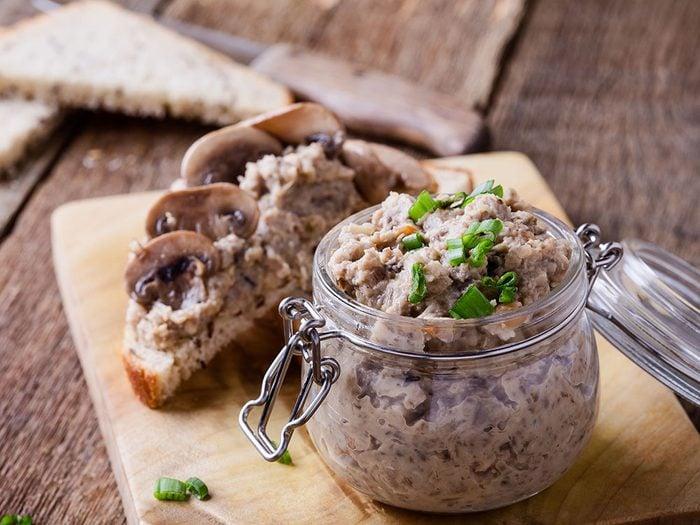 On aime les vertus des noix mais aussi leurs saveurs en pâté végétarien.
