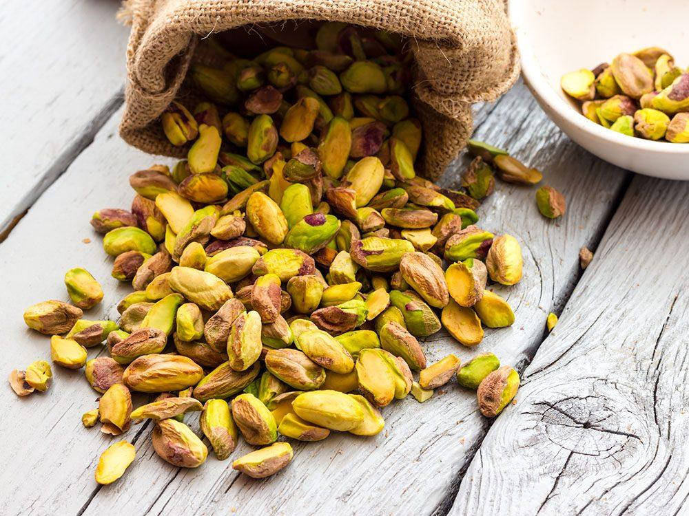 Vertus des noix: les pistaches sont excellentes pour la santé des yeux.