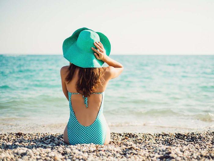 Pour une meilleure vision, portez un chapeau à large bord.