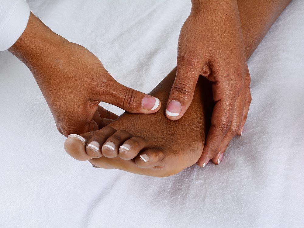 Activités estivales: faites vous votre propre massage.
