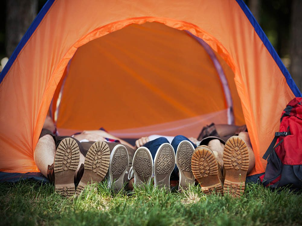 Activités estivales: campez dans votre cours.