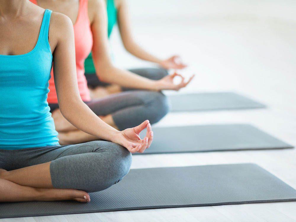 Essayez des activités estivales comme le yoga.