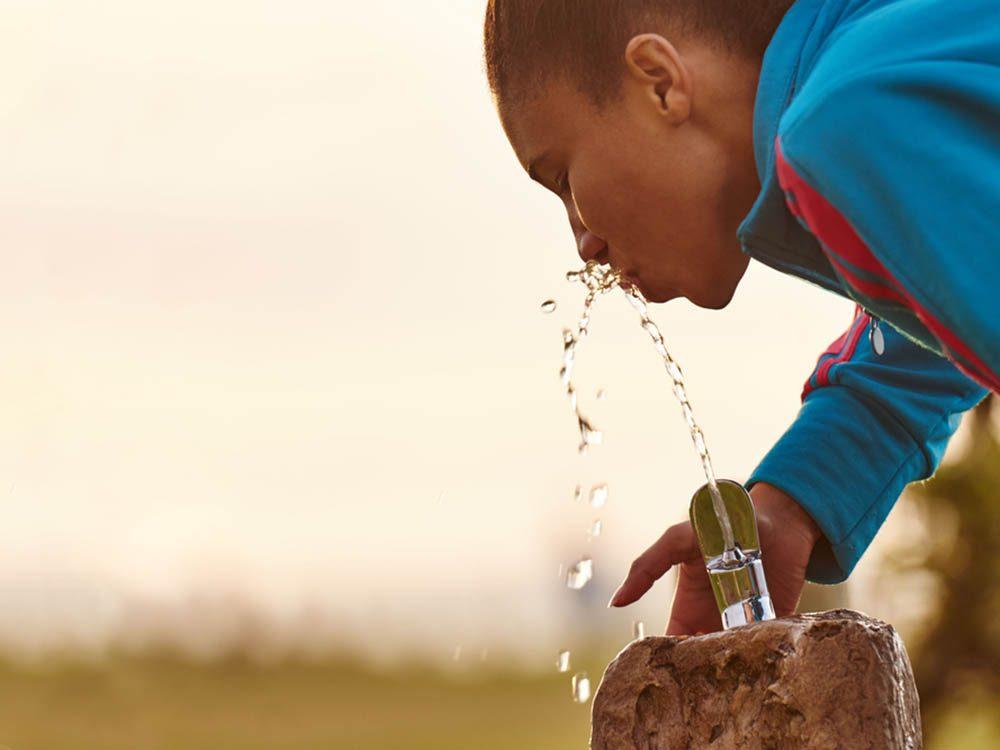 Boire plus d'eau vous permettra d'avoir moins chaud durant l'exercice.