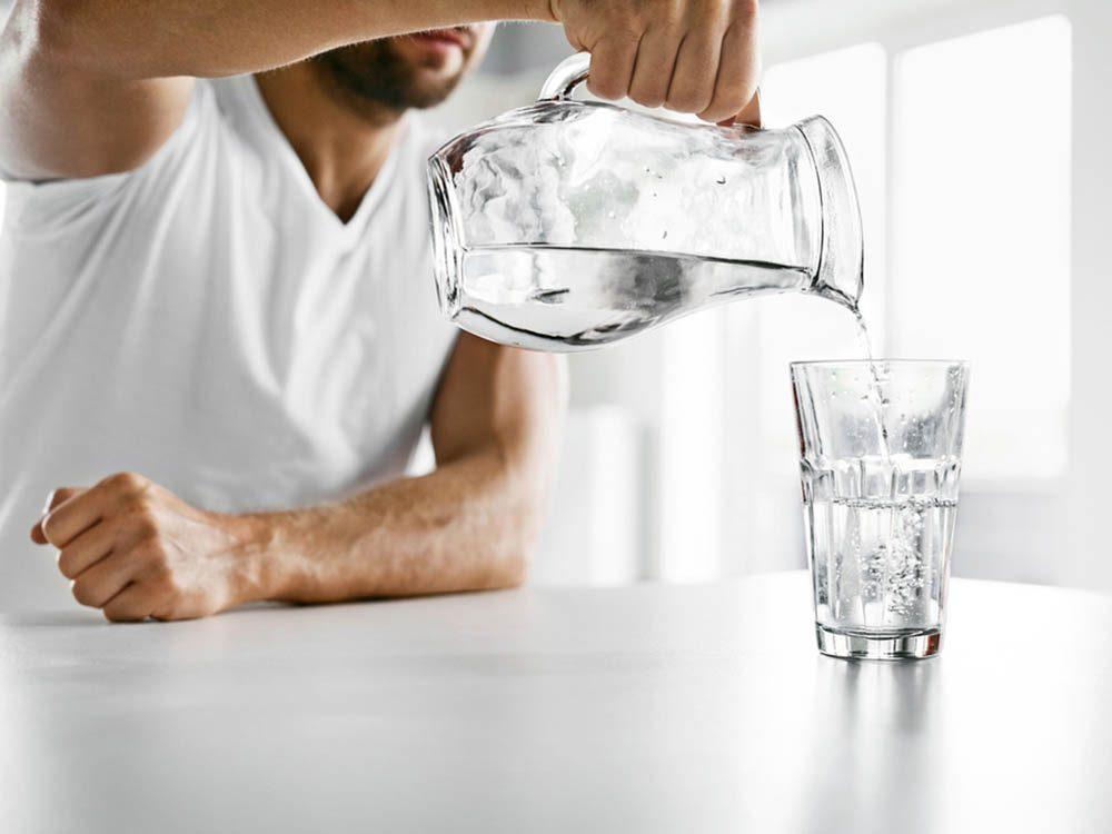 Boire plus d'eau augmente la concentration.