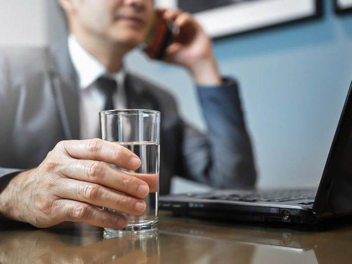 Boire plus d'eau facilite la mémorisation.