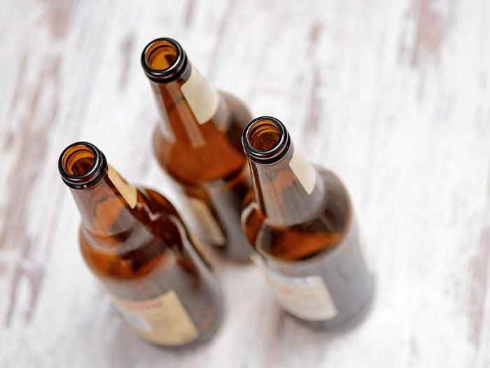 Les bonnes manières à table au Brésil: gardez vos bouteilles vides.