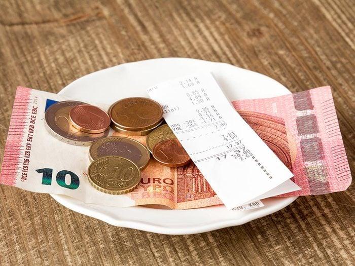 Les bonnes manières à table en Espagne: renseignez vous avant de payer l'addition.